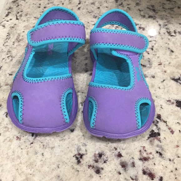 d7a521fafe8f17 3  20 Teva Toddler girls purple sandals size 9